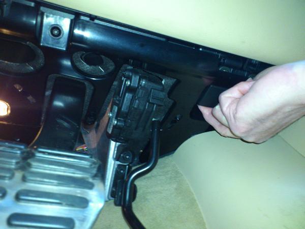 Location of the handle to open fuse box under steering column | VW Vortex -  Volkswagen ForumVW Vortex